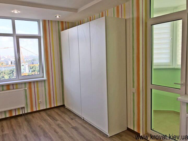 распашной четырехдверный шкаф в детскую на заказ