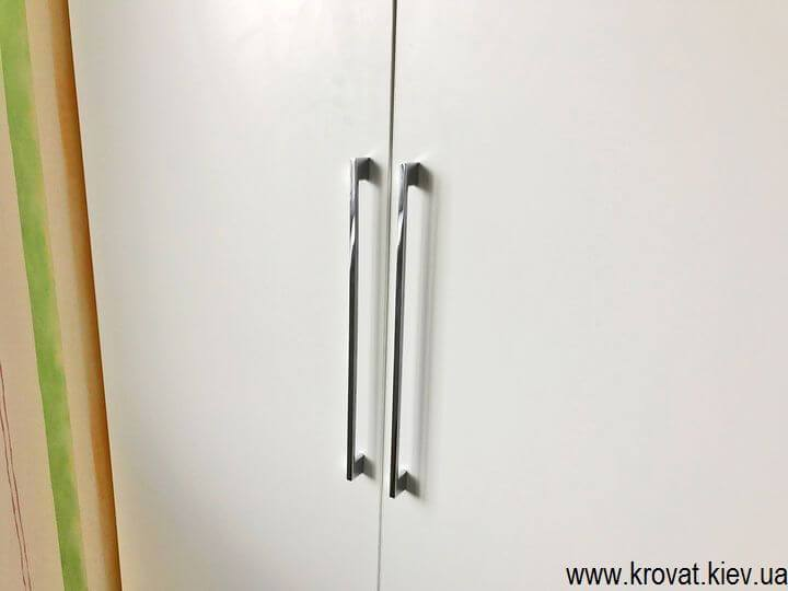 Распашной четырехдверный шкаф на заказ