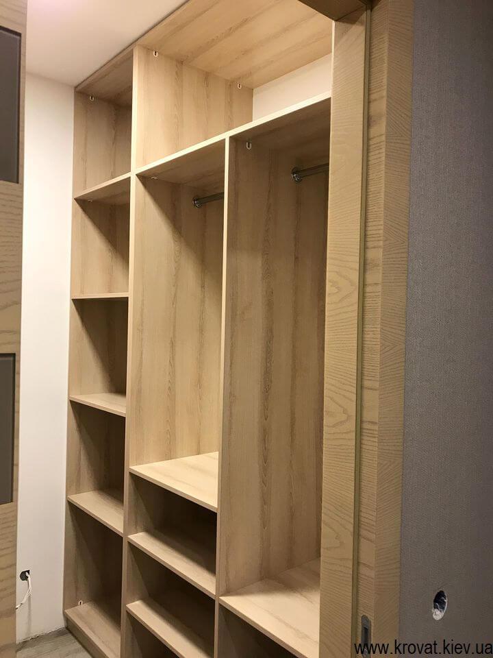 гардеробная комната в кладовке