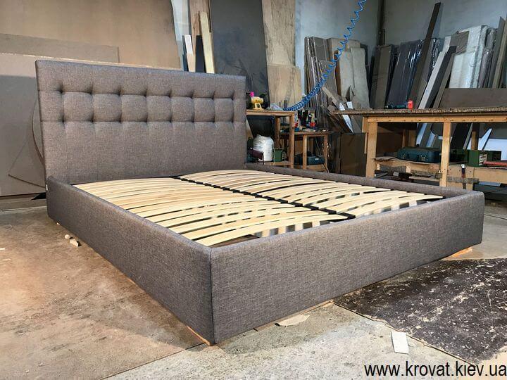 изготовление двуспальных кроватей с мягкой обивкой на заказ