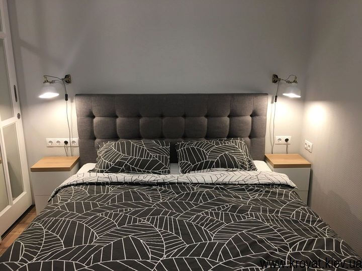 ліжко зі світильниками в інтер'єрі