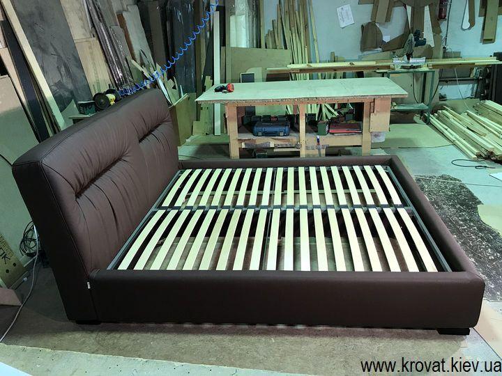 кровать в спальню с мягким изголовьем на заказ