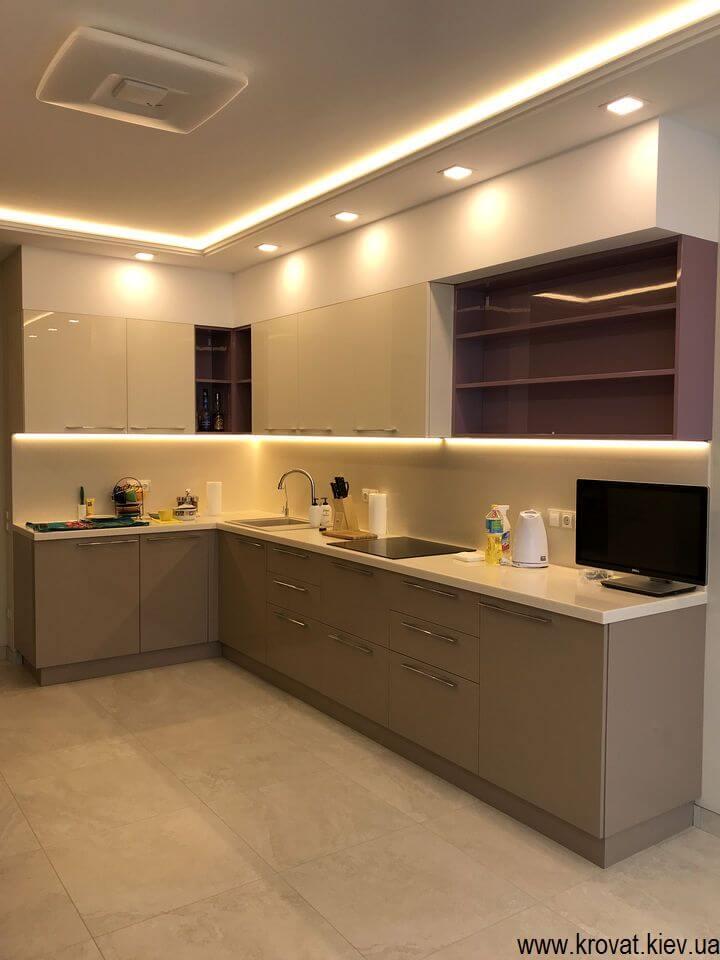 угловая кухня с диодной подсветкой рабочей зоны