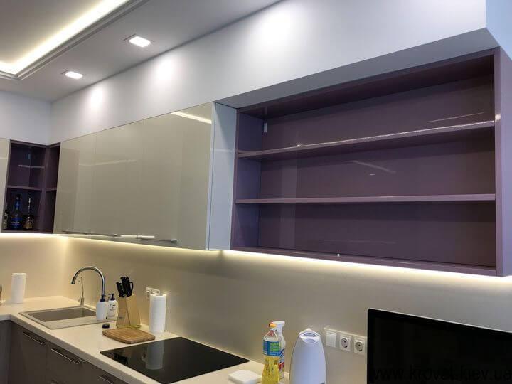 кухня с диодной подсветкой рабочей зоны на заказ