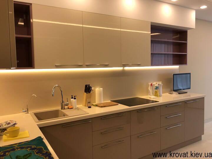 кухня с диодной подсветкой рабочей зоны