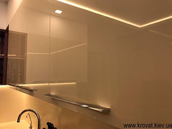 угловая кухня с диодной подсветкой