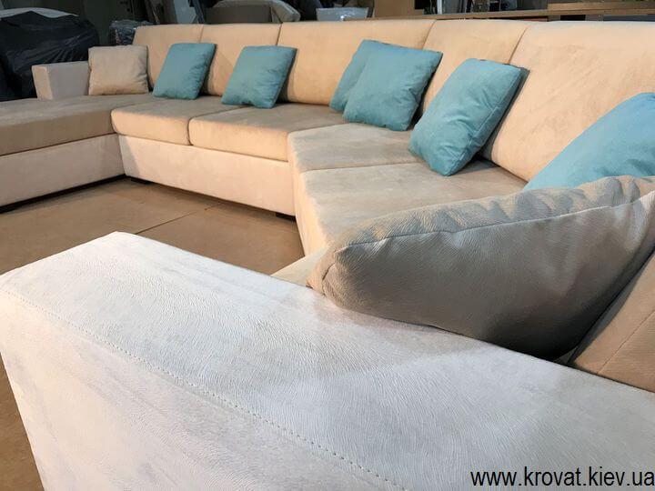 диван нестандартной формы