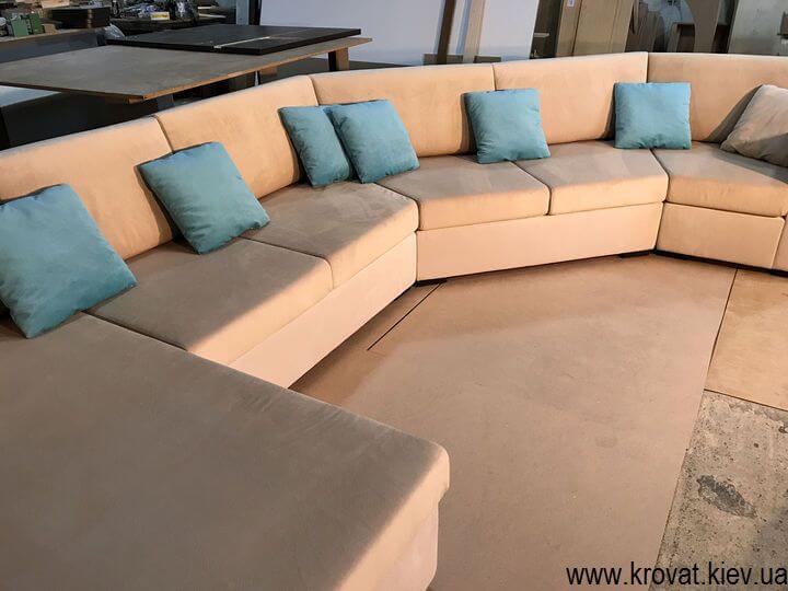 диван для розгорнутого кута кімнати