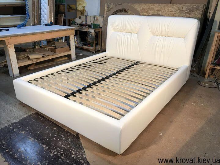 кровать кожаная белая