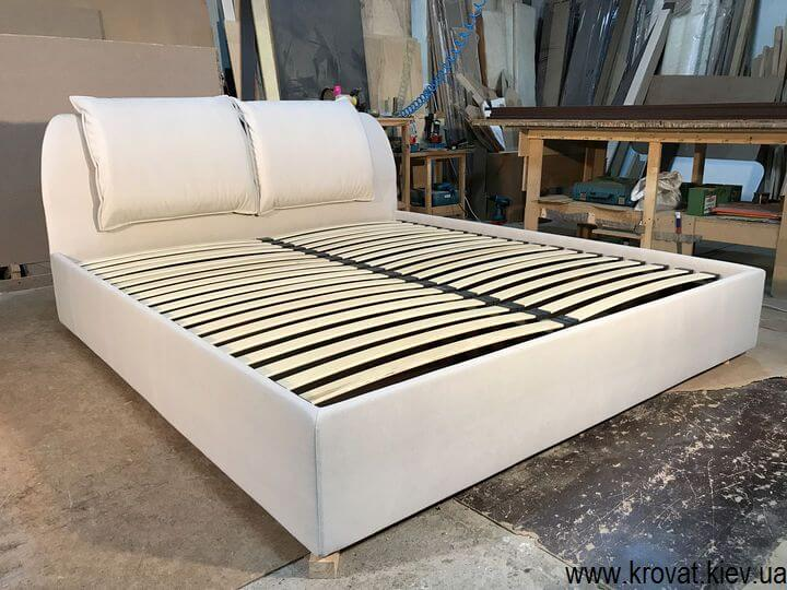 кровать спинкой в угол комнаты на заказ