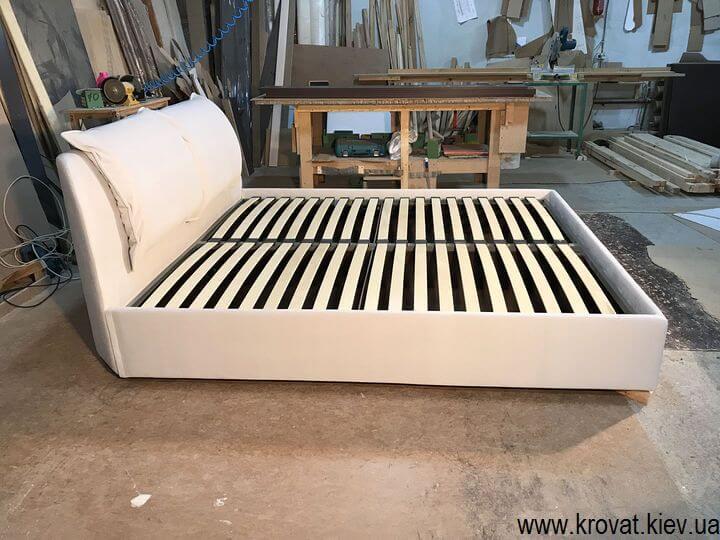 кровать спинкой в угол на заказ