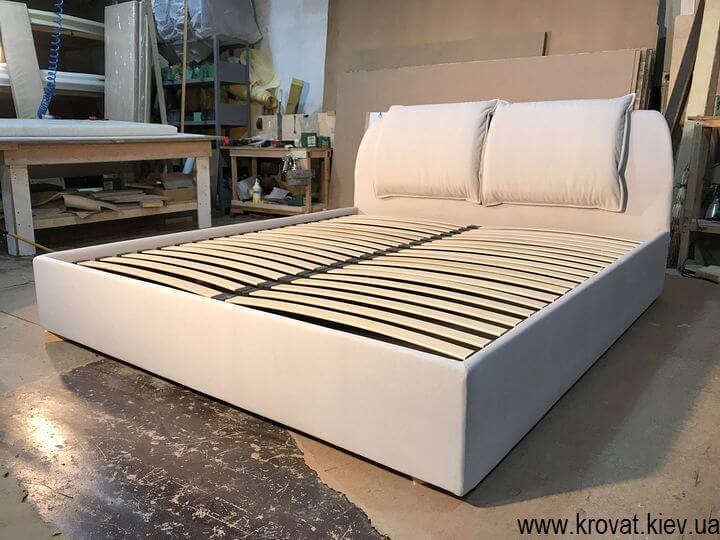 ліжко узголів'ям в кут спальні на замовлення