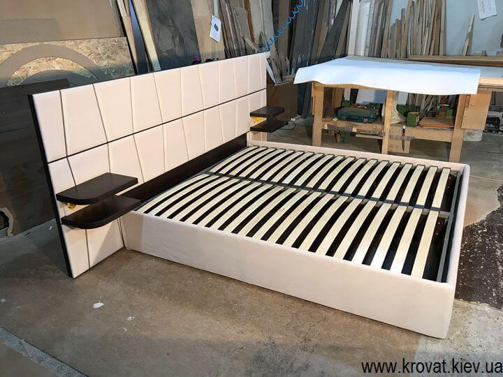 кровать с розетками