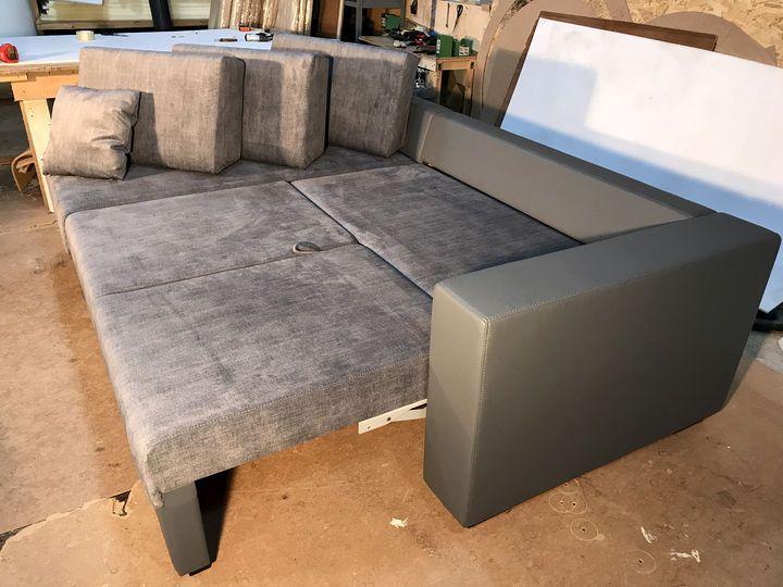 кутовий диван зі спальним місцем на замовлення