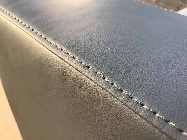 изготовление угловых диванов серого цвета