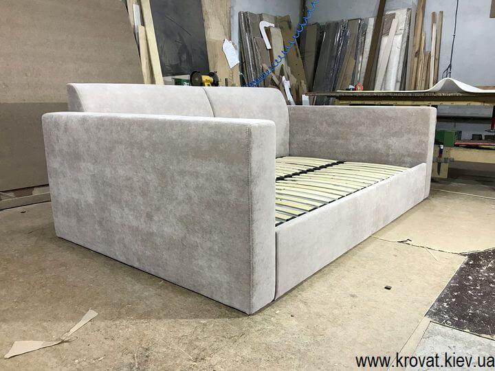 диван з рівним спальним місцем