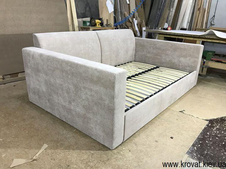 диван-ліжко з рівним спальним місцем на замовлення