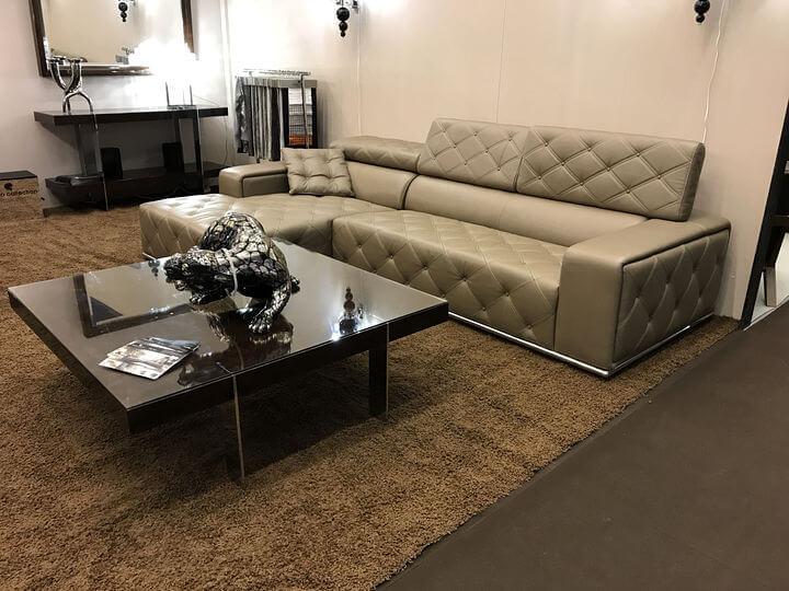 итальянский диван в коже с подголовниками