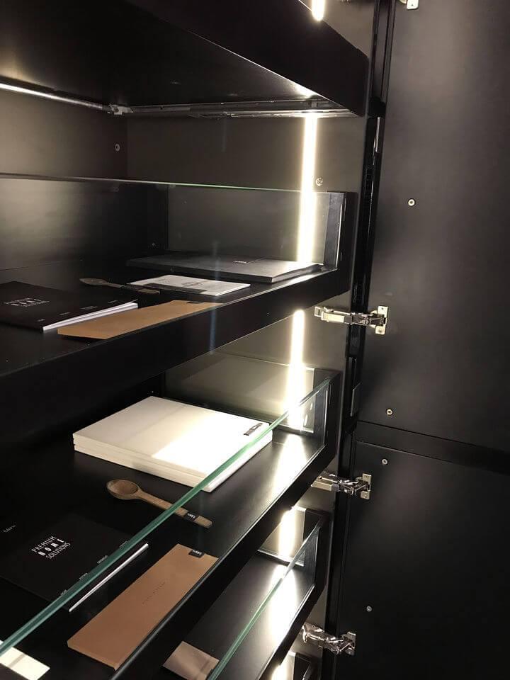 итальянский шкаф с выдвижными ящиками