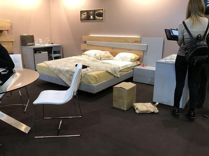 изголовье кровати со светодиодной подсветкой