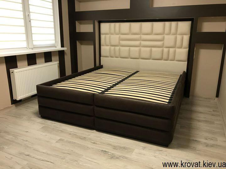 высокая кровать в интерьере спальни на заказ