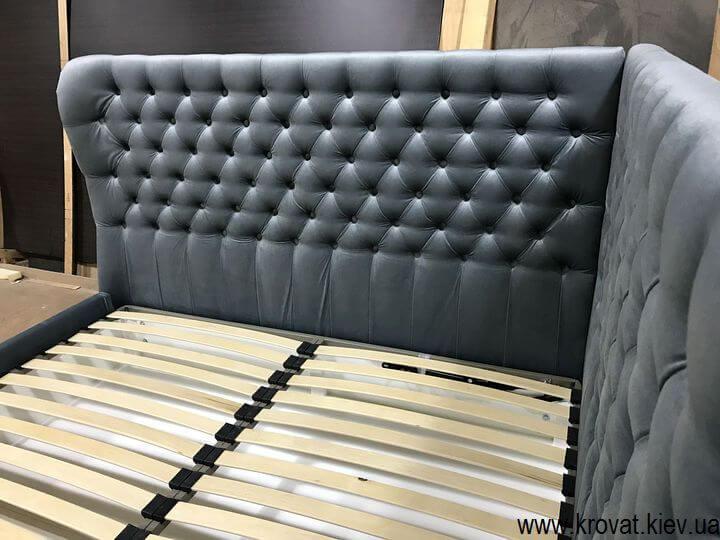 угловая кровать в маленькую спальню на заказ