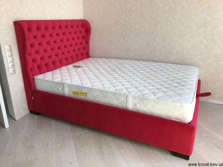 красная кровать в интерьере спальни на заказ