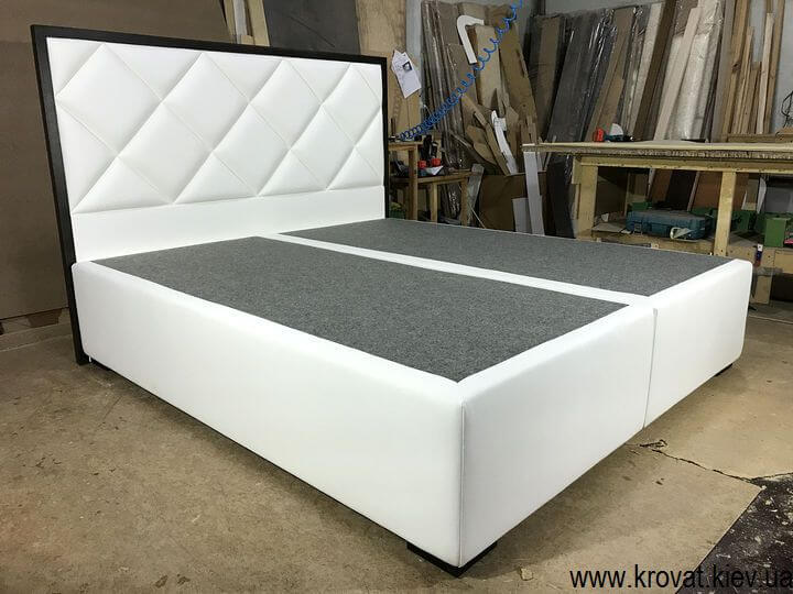 ліжко зі спинкою в дерев'яній рамці на замовлення