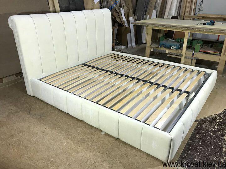 кровать с полосами на изголовье под заказ