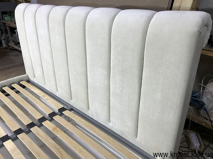 изголовье кровати с вертикальными утяжками на заказ