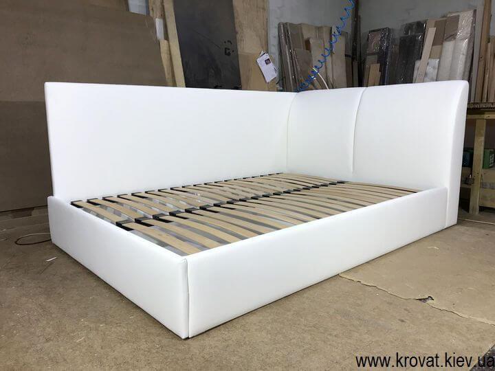 кровать с боковой стенкой на заказ