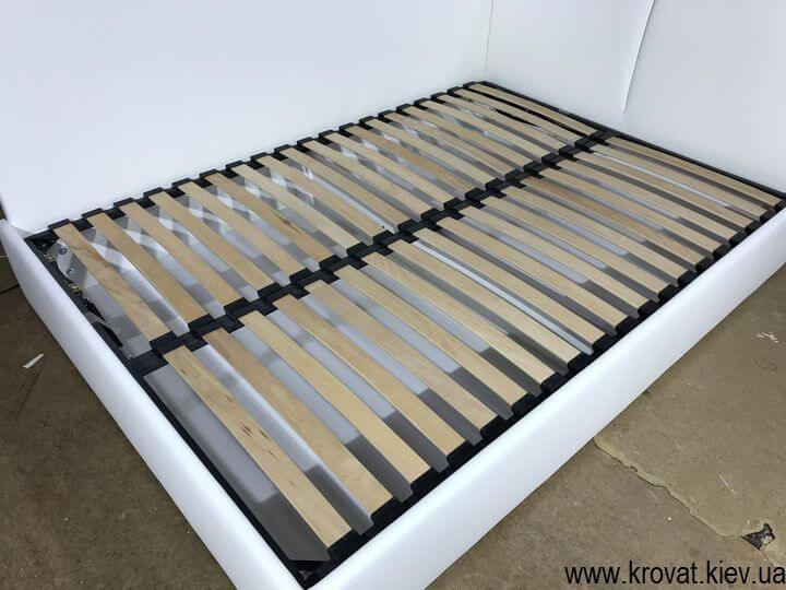 угловая кровать с боковой стенкой на заказ