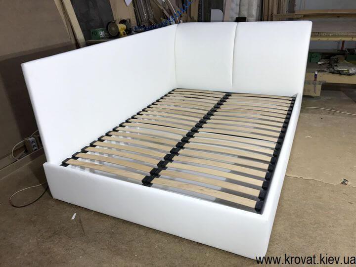 біле двоспальне кутове ліжко з бічною стінкою на замовлення