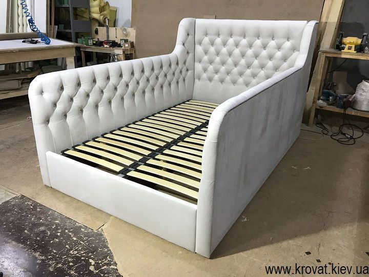 ліжко з м'якими бортами для підлітка дівчинки на замовлення
