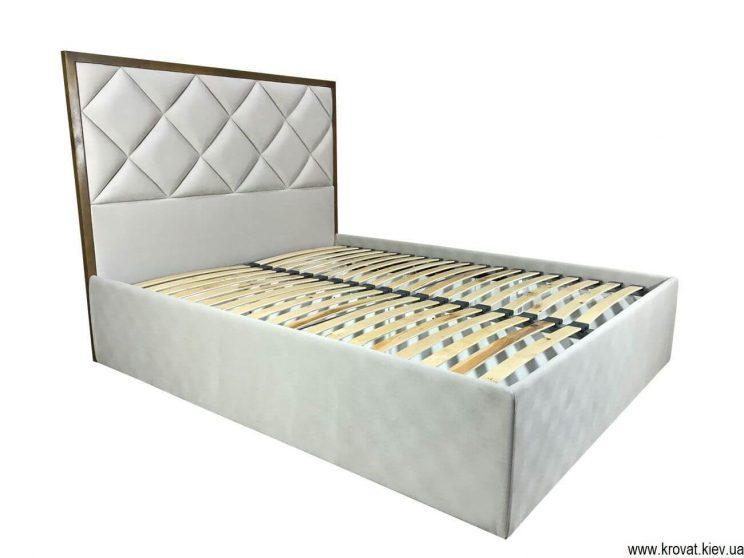 высокая американская кровать