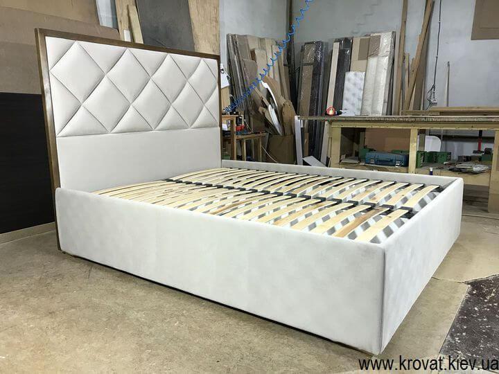 изготовление высоких американских кроватей на заказ