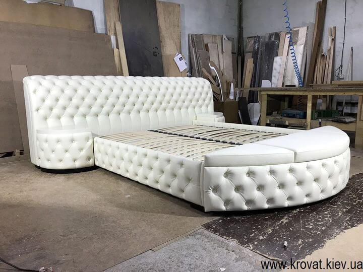 кровать кинг сайз с открывающимся пуфом на заказ