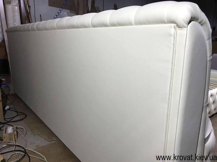 широке узголів'я великого ліжка на замовлення