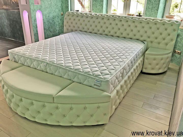 кровать кинг сайз в интерьере спальни на заказ