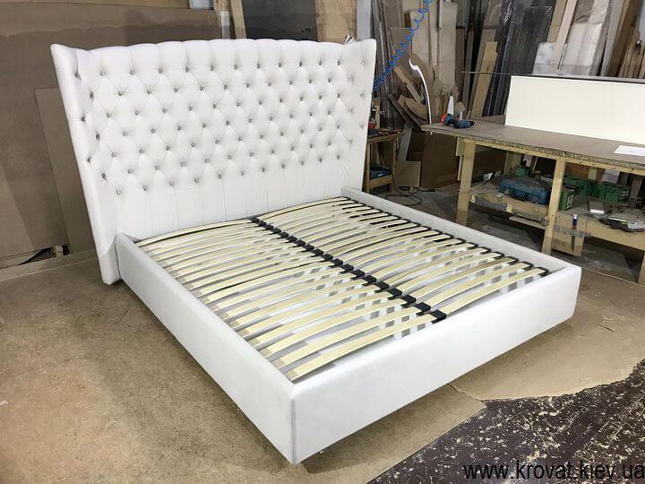кровать с высоким мягким изголовьем на заказ