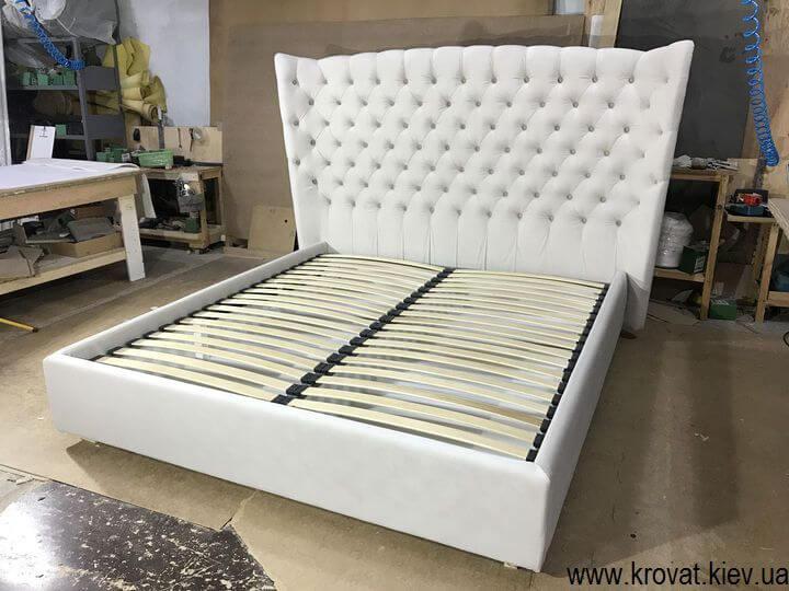 двуспальная кровать с высоким мягким изголовьем на заказ