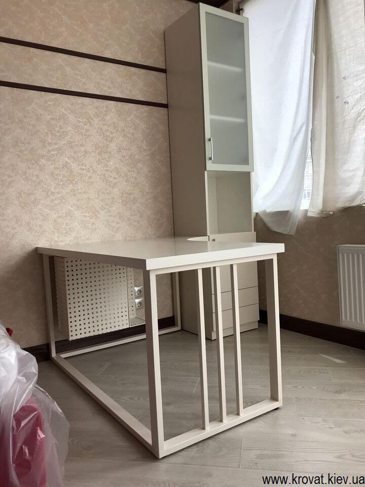 стол на металлических ножках