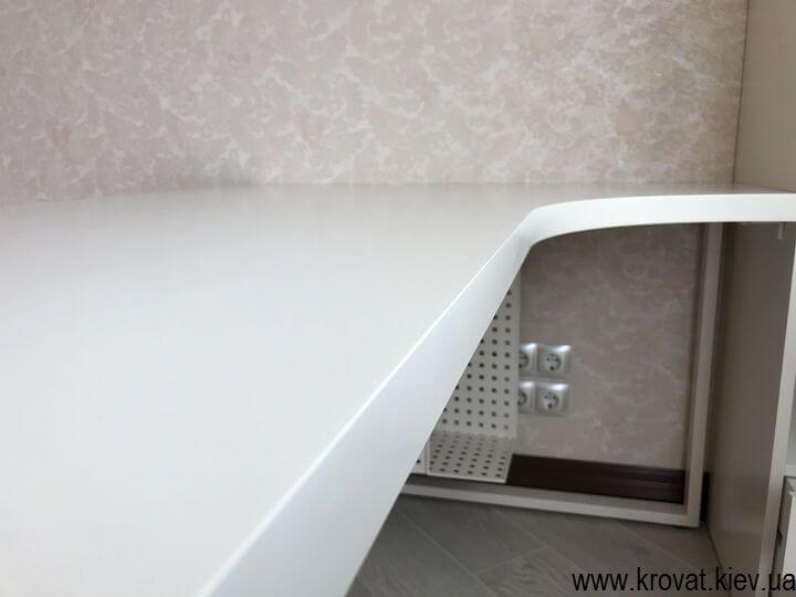 угловой стол из крашенного МДФ на заказ