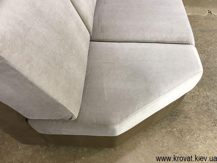 диван с обрезанным сидением на углу под заказ