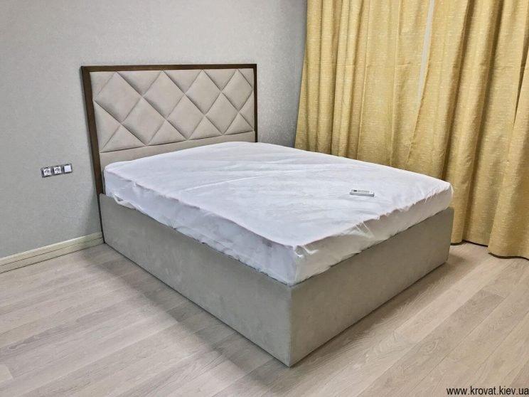 высокая кровать в спальню на заказ