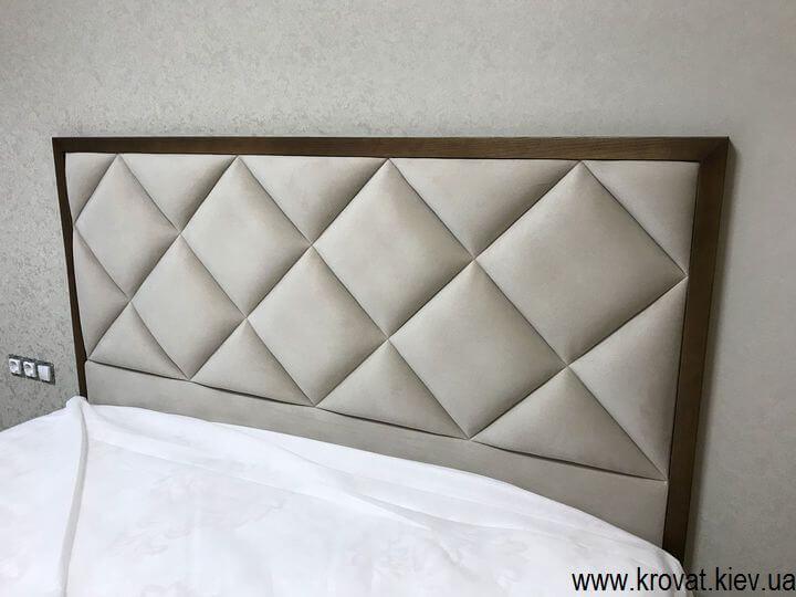 кровать с высоким подиумом в спальню на заказ