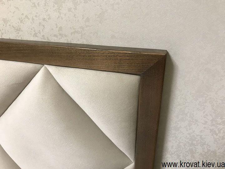 изголовье кровати с деревянным обрамлением на заказ