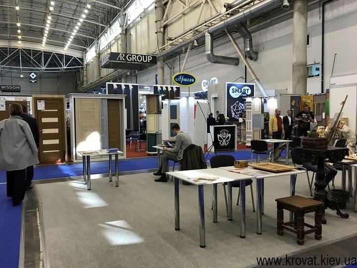 мебель из дерева на выставке мебели 2018 в Киеве