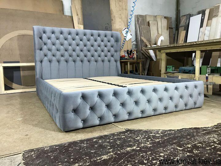 двухместная кровать с каретной стяжкой на заказ