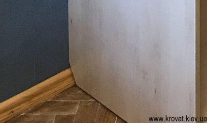 срез под плинтус в шкафу купе